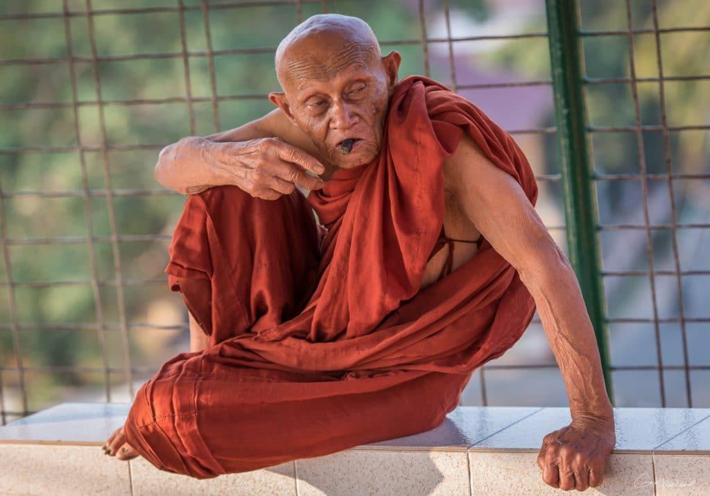 Moine pagode Kyaik Than Lan de Moulmein